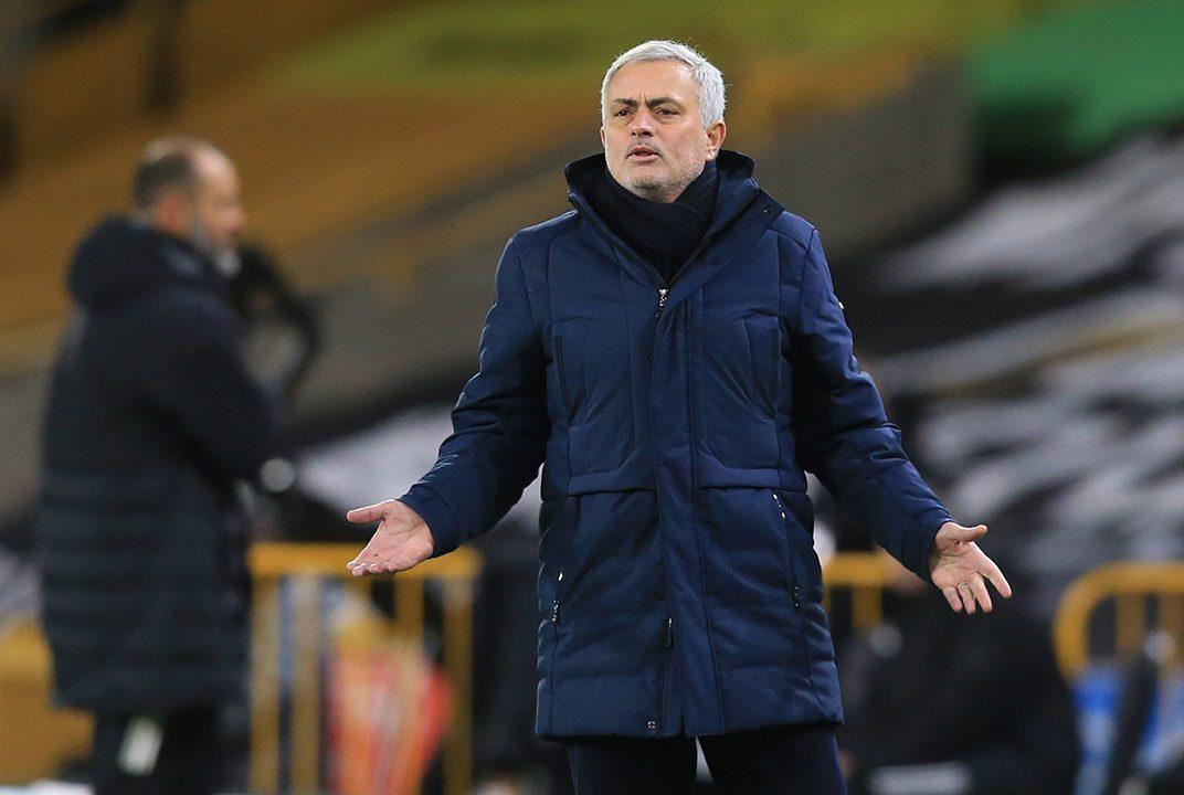 លោក Jose Mourinho បានដាល់ក្រុមបន្ទាប់ពីតែងតែបាត់ Wolfe ។